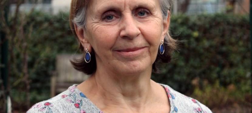 """Miriam (66) werd vrijwilliger: """"Mensen een luisterend oor bieden is zobelangrijk"""""""